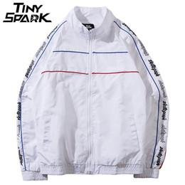 Rayure coréenne noir blanc en Ligne-Korean Harajuku Hip Hop Hommes Coupe-vent Vestes Manteau Stripe 2018 Automne Casual Zipper Piste Veste Streetwear Noir Blanc C19042201