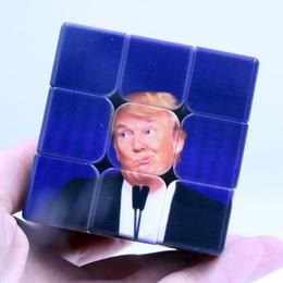 2019 impresión mágica Divertido Trump Magic Cube 5.6 * 5.6 * 5.6cm Cubo de velocidad de tercer orden para Magic Puzzle Trump Impresión UV Etiqueta engomada Niños Kid Educación Juguete DBC VT0424 rebajas impresión mágica