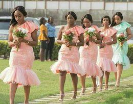 Sous le genou robes tailles plus en Ligne-2020 robes de demoiselle d'honneur africaine courte rose pour les mariages une épaule pays dentelle appliques longueur du genou plus la taille demoiselle d'honneur robes de moins de 100