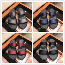 2019 nuevos hombres sandalias de diseñador zapatos de lujo de diapositivas de moda de verano ancho sandalias resbaladizas deslizador Flip Flop gladiador tamaño 38-44 Z001 desde fabricantes