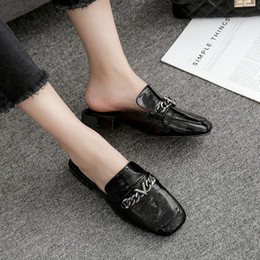 Туфли закрытые для дам онлайн-European brand design closed toe chains slippers women low-heeled babouche mujer lazy flat slip on shoes ladies slides flipflops
