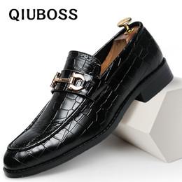 Chaussures élégantes marron en Ligne-Chaussures Hommes Chaussures Habillées Sapato Social Masculino En Cuir Marron Élégant De Luxe Costume Chaussures Grande Taille Dropshipping Mode