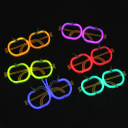2019 óculos em forma de maçã Palha de LED fluorescente óculos para a festa de Novidade Luminosa Óculos de Halloween de Natal crianças Brinquedos PE Maçã Forma Óculos C6700 óculos em forma de maçã barato