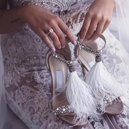 2020 moda do casamento da pena sapatos Bombas Cristais salto alto Rhinestone nupcial Shoes Cocktail Partido Sandálias Acessórios sapatos de casamento de Fornecedores de marfim cetim nupcial sapatos strass