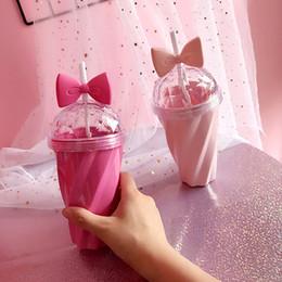 eco plastic pp Sconti 1pcs 400ML Lovely Girls Straw Cup Bevande fredde Tazze di plastica con fiocco Coperchio di paglia Bottiglia di vetro rosa Bottiglie di donne Bottiglie di bevande 06