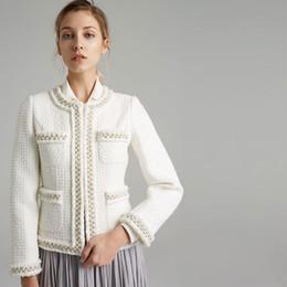 82045fb06a8 2019 piste perlée 2018 Femmes Automne Hiver Piste Court Blanc Perles Perles  Veste O Cou À
