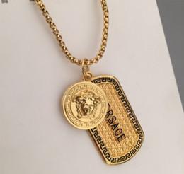 Uomini pendenti d'oro online-Monili pendenti della collana del progettista degli uomini della collana dell'etichetta del cane della collana di fascino della medusa dell'oro di stile hip-hop famoso trasporto libero
