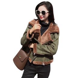 2019 chaqueta de cuero de imitación de las mujeres coreana 2018 Invierno Nueva Shearling Sheepskin Faux Leather Jacket Mujeres Coreano de manga larga de corderos gruesos Lana Suede motocicleta recortada chaqueta de cuero de imitación de las mujeres coreana baratos