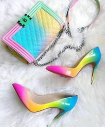 2019 sapatos de arco-íris de salto alto Bombas de sola de fundo vermelho luxo Marcas Novo couro de patente de arco-íris mulher saltos altos vestido de bico pontudo sapatos Pigalle Follies sapatos de rua do nascer do sol sapatos de arco-íris de salto alto barato
