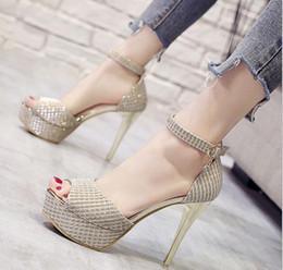 Talons de poisson d'or en Ligne-2019 été nouvelle sandales strass femmes talons hauts version coréenne à talons hauts version coréenne de la plate-forme or creux chaussures de bouche de poisson des femmes