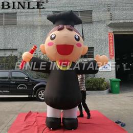 menino modelo garota vestida Desconto Modelo inflável gigante personalizado do estudante com caráteres académicos do menino e da menina do vestido para a cerimónia de graduação da universidade