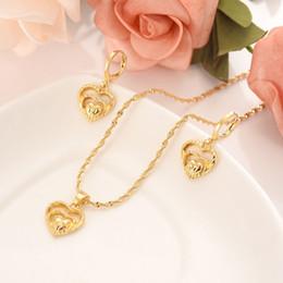 2019 charmes jumeaux 18 k Or massif GF Twin coeur fleur femmes ensembles de bijoux Europe bridals bijoux de mariage cadeau Dubaï pendnat boucles d'oreilles bricolage charmes charmes jumeaux pas cher