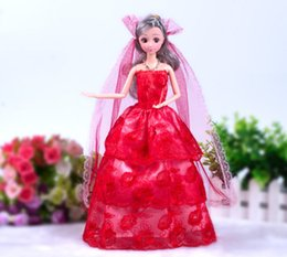 Mejores vestidos de novia chica online-2019 Princess Wedding Dress 1PC 33CM Fashion Doll Wedding Dress Noble Party Gown Clothes Novedad Design Outfit El mejor accesorio de regalo para niña
