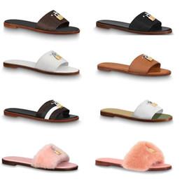 Wholesale deslizadores de diseño sandalia bloquéelo zapatillas de mula planas diapositivas de piel Zapatillas para mujer cuero genuino Chanclas planas Clip para pies Grande