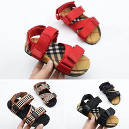 Sandalias de niña de diseñador online-Burberry Sandalias para niños Zapatos de diseñador para niños Transpirable Cómodo Infantil Niños Niñas Sandalias de playa Zapatos para niños pequeños Chaussures Pour Enfants
