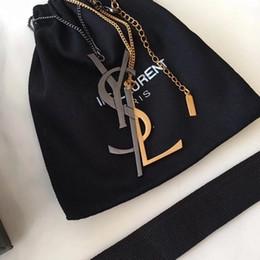 Styles de clip en Ligne-L'Europe et les États-Unis super-lettres de style de métal populaires conception boucles d'oreilles exagérées, broche, collier, clips personnalisés oreilles oreille bon
