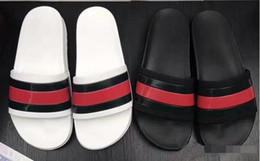 tecido de moda de couro falso Desconto NOVO Designer de chinelo engrenagem bottoms mens listrado sandálias causal antiderrapante verão huaraches chinelos chinelo chinelo melhor qualidade