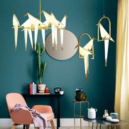 luzes de salão moderno Desconto Modern Origami Guindaste Pássaro Luz Pingente Lâmpadas de Parede Estilo Nórdico Design Criativo Personalidade Lâmpada Pendurado Salão Do Hotel Sala de Estar Bar