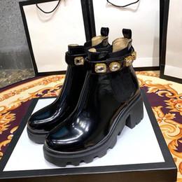 2019 le donne di ufficio vestono il sesso Stivaletti con cintura in pelle di viaggio Jewel Strap Bootie Designer Ape Deserto Platform Boots Lady High Heel Martin scarpe Front-Back-sei centimetri 2,5 centimetri