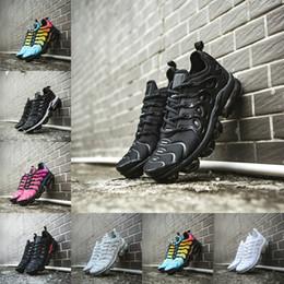 Zapatillas de deporte de moda de los hombres más calientes online-Las ventas calientes 2019 nuevos más los zapatos Tn azul violeta Hombres Mujeres que corren los zapatos de moda casual barato Triple Blanco Negro Trainer Aire Tn zapatillas de deporte Cushion