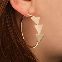 GEREIT 2019 Punk Moda Kadınlar Bildirimi Takı Altın Renk Üçgen Yuvarlak Metal Hoop Küpeler Kadınlar Kız Parti Takı Için Yeni supplier triangle metal earring nereden üçgen metal küpe tedarikçiler