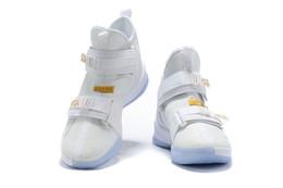 2020 soldat lebron 12 Lebron Soldier 13 Noir Blanc Violet Chaussures De Basket-ball Pour Hommes L13 High Cut Hommes Designer Chaussures Sport Trainer Taille 7-12 Avec Box a29 promotion soldat lebron 12