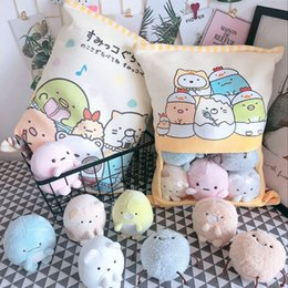 almohadas japonesas Rebajas Una bolsa de Sumikko Gurashi felpa 8 piezas animación japonesa Sumikko Gurashi suave almohada Corner Bio Cartoon Doll para niños niños