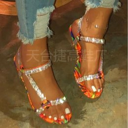 Sapato bling on-line-2020 Shoes Bling Verão Mulheres Rhinestone Sandals gancho laço Crystal Beach Slippers Plano Ladies exterior férias