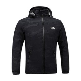 Hommes Designer Veste The North Mens Printemps Automne Automne Manteau Sports de Plein Air À Capuche Face Windbreaker Manteaux Zipper Camo Sweat À Capuche Plus La Taille C8703 ? partir de fabricateur