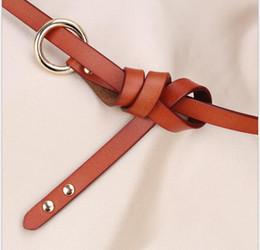 Version coréenne boucle ronde en peau de vache pure nouée à la taille fine en cuir laqué Double rivet ceinture ? partir de fabricateur
