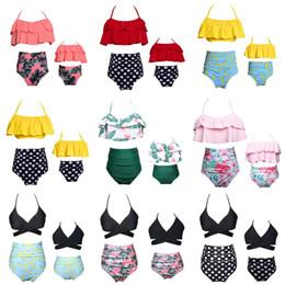 Conjuntos de banho de alta cintura on-line-Mãe Filha Swimwear Mulheres Cintura Alta Plissado Top Off Shoulde Swimwear Bikini Set Crianças Meninas Praia Maiô
