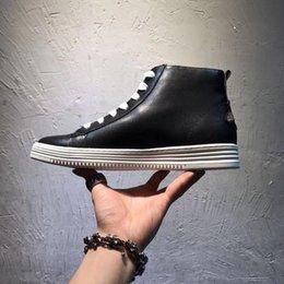 Di vendita calda dei nuovi uomini Scarpe alti Magpie Bee caviglia del cuoio genuino Tacchi piano casuale Dimensione della scarpa da tennis ginnastica Stivali italiana 38-44 cheap mens high heel cowboy boots da scarponi da cowboy in tacco alto fornitori