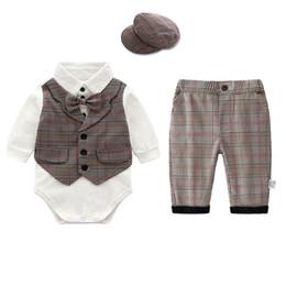 Yenidoğan kıyafetler yenidoğan erkek bebek giysileri bebek takım elbise erkek giyim setleri romper + askı şort bebek bebek erkek giysi tasarımcısı A5740 supplier baby suspender romper nereden bebek sünger romper tedarikçiler