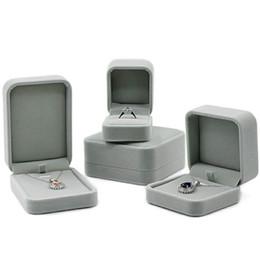 Caixas de presente cinza jóias on-line-Distribuição livre Light Grey Velvet Cloth Jewelry Box Casal Anel Caixa colar pulseira pingente de jóias caixa de embalagem caixas de presente