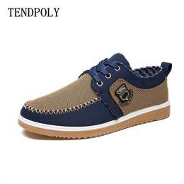 ec0602bd6b 2018 Primavera outono A nova moda masculina é baixa - ajudar na moda sapatos  casuais Vender bem usar lona respirável sapatos velhos de Pequim   153070