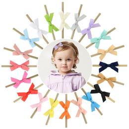 20 colori 2,5 pollici Baby Ribbon Bow Accessori per capelli 2018 Newborn Girls Hair Bows con elastici in nylon Hairbands Pretty Infant Trendy fasce da