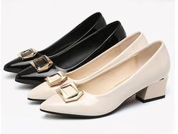 Canada Nouvelle arrivée en cuir verni chaussures habillées pour femmes, chaussures de travail de la mode classique pour dame, talons épais 4.5CM pompe chaussures, noir Ivoire taille 34-42 WPS058 cheap ivory ladies dress shoes Offre