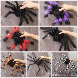 Halloween araignées de jouets effrayants, de toutes formes et tailles ? partir de fabricateur