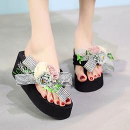 Deutschland Damen einfarbig handgefertigte Blumen Boho-Stil Wedges mit Flip-Füße Strand Schuhe Sandalen Hausschuhe 2019 Frühling und Sommer neu cheap style foot sandal Versorgung