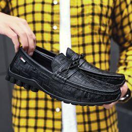 2019 guida auto scarpa Mocassini uomo Scarpe in vera pelle Nero slip on mocassino Flat Man Car Driving Mocassini mocassini traspiranti Scarpe casual da uomo a4 guida auto scarpa economici