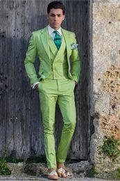 2019 cravatta verde chiaro giubbotto Nuovo di alta qualità due pulsanti verde chiaro dello sposo smoking notch bavero sposi uomini mens wedding prom dresses (giacca + pantaloni + vest + cravatta) 623 sconti cravatta verde chiaro giubbotto