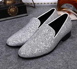 Trabajo de cuero de estilo europeo online-Pies de pie vestido de novia zapatos de hombre estilo europeo y americano trabajo de negocios de cuero casual zapatos de hombre 37-46n85