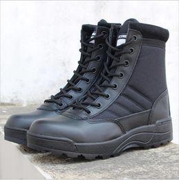 Армия вентилятор открытый походная обувь тактические сапоги осень и зима мужчины и женщины высокая, чтобы помочь пустыне сапоги боевые сапоги от Поставщики обувь