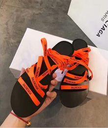 Catene di caviglia di qualità online-Le nuove scarpe da spiaggia della catena di plastica colorano i sandali a fondo piatto dei sandali della cinghia della caramella i sandali dell'Europa e degli Stati Uniti superiori