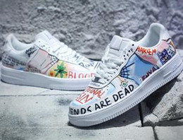 Grafiti personalizado online-Fuerzas Low One Graffiti White Multi Color Designer Skateboard Shoes Custom Forcing Ones Collaboration Pauly Sneakers