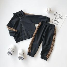 Yeni Erkekler Kızlar Harf Futbol Beyzbol eşofman 2adet Spor Suits ayarlar Seti (ceket Pantolon) çocuklar Kıyafetler Bebek Eşofmanlar Çocuk Giyim nereden v eşofman erkekleri tedarikçiler