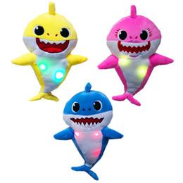2019 tubarões de pelúcia 3 Cores 32 cm Brinquedos de Pelúcia Tubarão Bebê withLight e Música ou luz ou normal Inglês Canção Dos Desenhos Animados Stuffed Animal Boneca Macia Brinquedos L169 tubarões de pelúcia barato