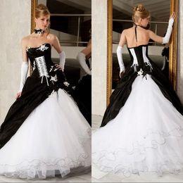 6db9be1c3c20 2019 abito gotico corsetto vittoriano 2019 Abiti da sposa vintage in bianco  e nero da sposa