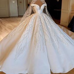 Off ombro vestidos de casamento puffy on-line-Lindo vestido de baile vestidos de casamento de luxo Beadigns frisado Off-a-ombro Puffy Dubai estilo árabe vestidos de noiva Formal