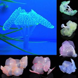 Coralli artificiali di acquario online-Sucker Coral Aquarium Artificiale Coral Silicone Plant With Sucker Ornamento Acqua Paesaggio Decor Fish Tank Aquarium Accessories shippin gratuito